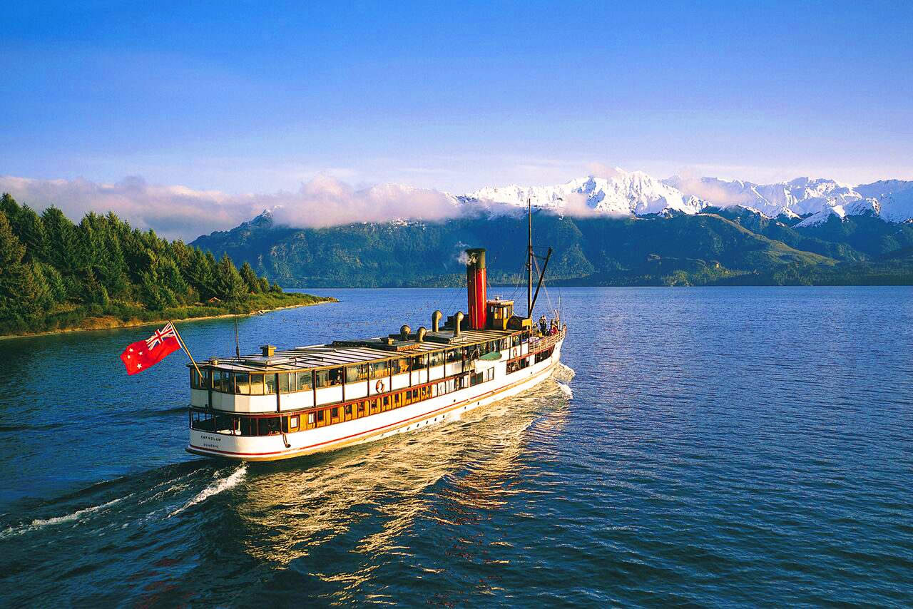 Earnsaw steamship on Lake Wakatipu - MoaTours