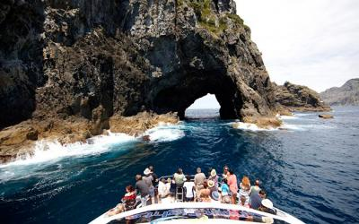 Cruising through the Hole in the Rock, Bay of Islands