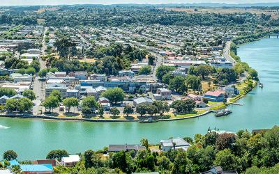River views of Whanganui River & City