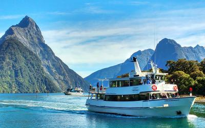 Small boat cruise on Milford Sound