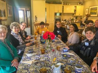 MoaTours guest Eriko and friends enjoying a hosted lunch at Carmel Farm in Piopio